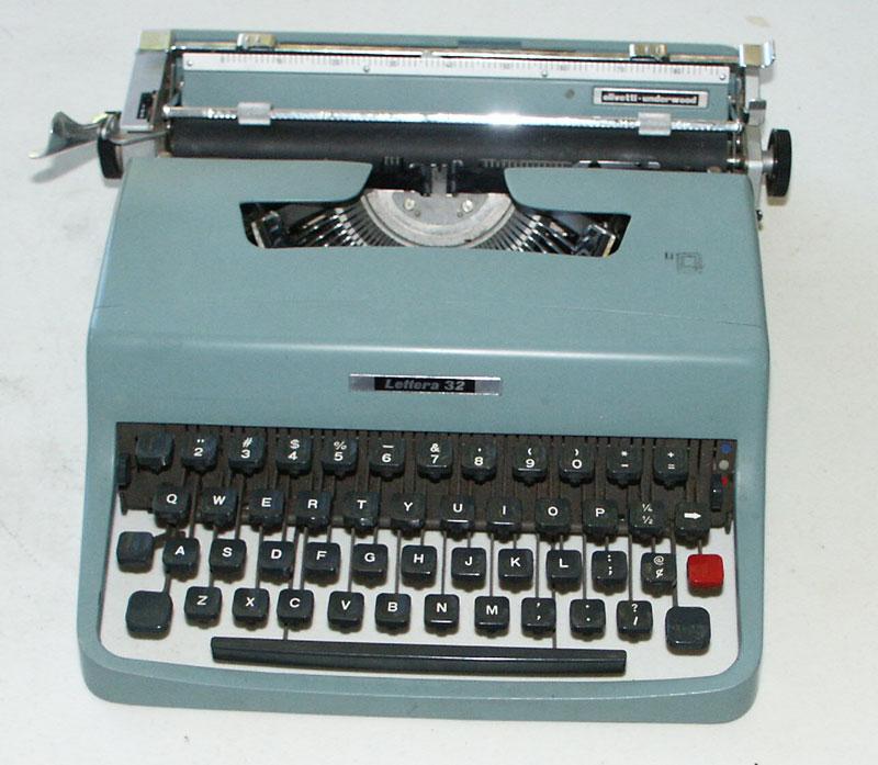 typewriter user s manual olivetti underwood lettera 32 circa 1964 rh munk org Pink Typewriter Olivetti Typewriter Ribbon